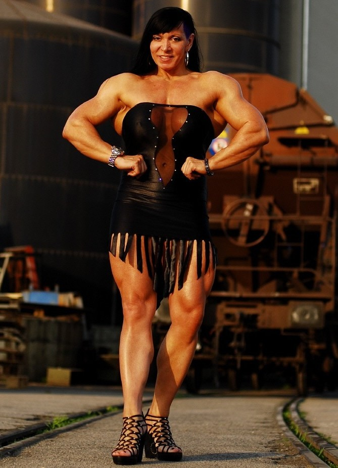 Feast your eyes on Jana Linke-Sippl, a woman with thighs of steel (which is putting it mildly).
