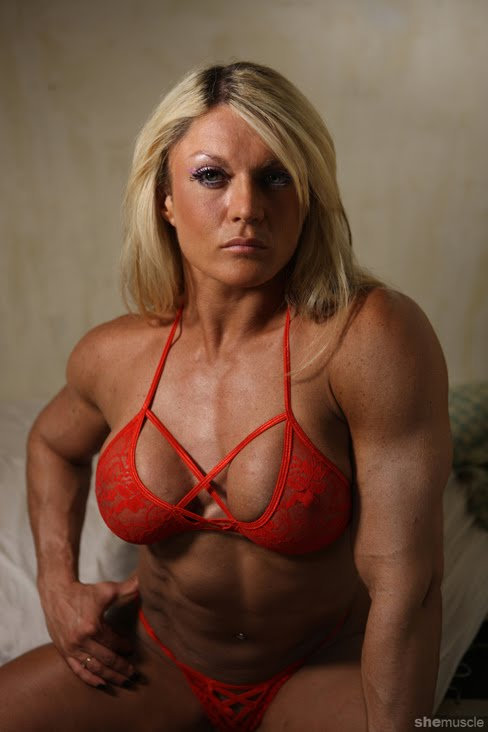One more photo of the British Bombshell Lisa Cross never hurt anybody.