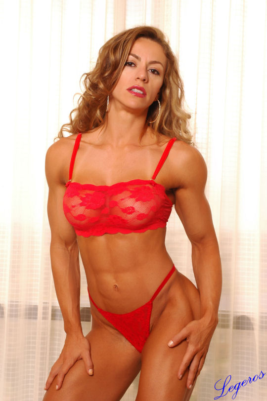 Don't like strong women? I dare you to look at Juliana Malacarne and feel the same way afterward.