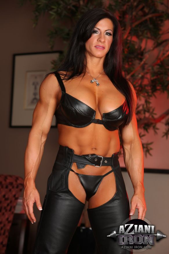 image Brandimae hot muscle goddess masturbating