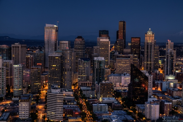Gorgeous downtown Seattle during the evening.