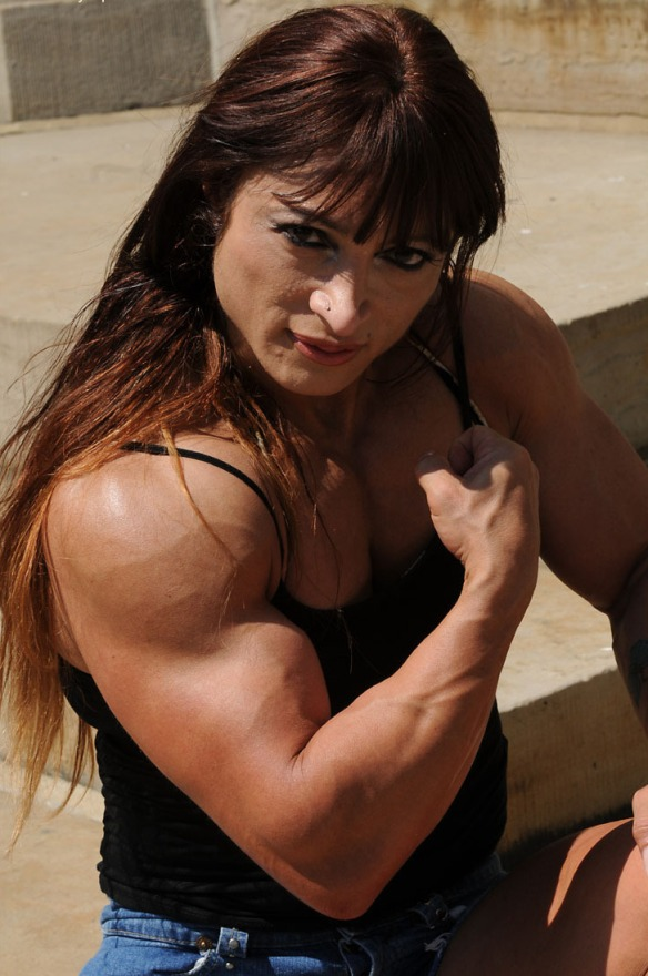 Think muscles on a woman isn't sexy? Take a look at Alicia Alfaro and prepare to have your mind blown.