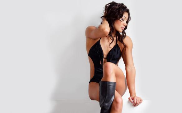Asian muscle Goddess Kiana Phi.