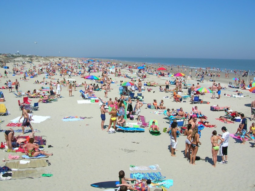 A crowded beach during the day.