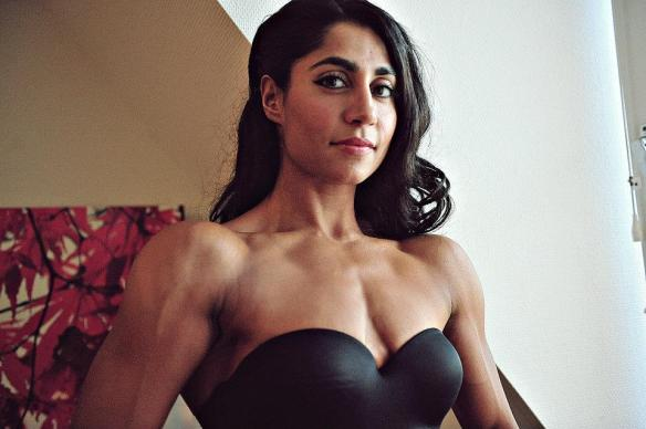 I want to touch the shoulders of Arti Sharma Lopes!