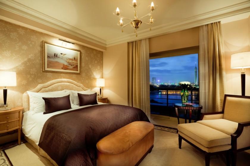 A nice looking hotel room.