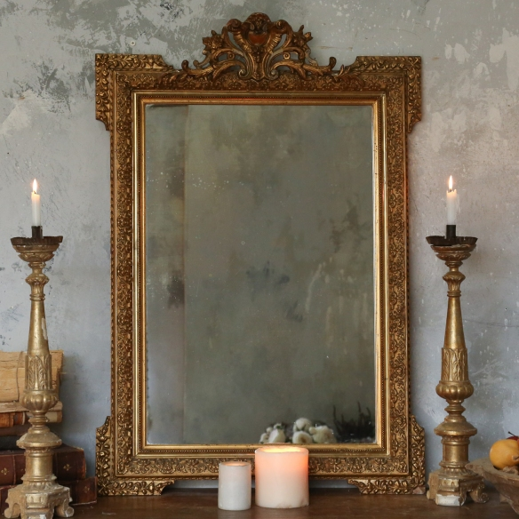 What would this antique mirror say about the beauty of female bodybuilders?