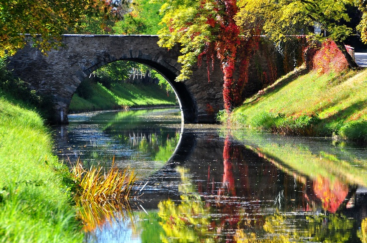 A romantic stone walking bridge.