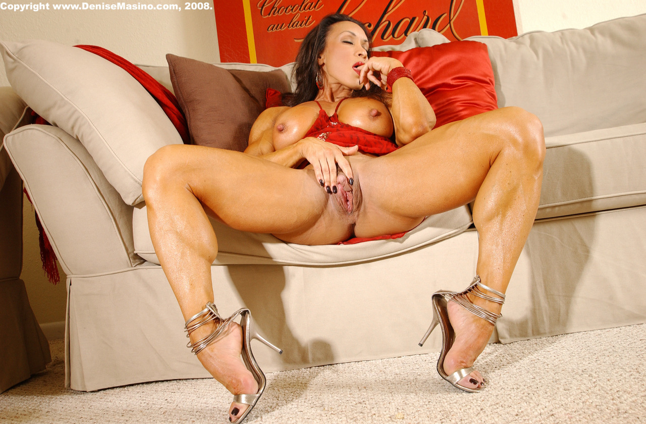 Has female body builder clit alura